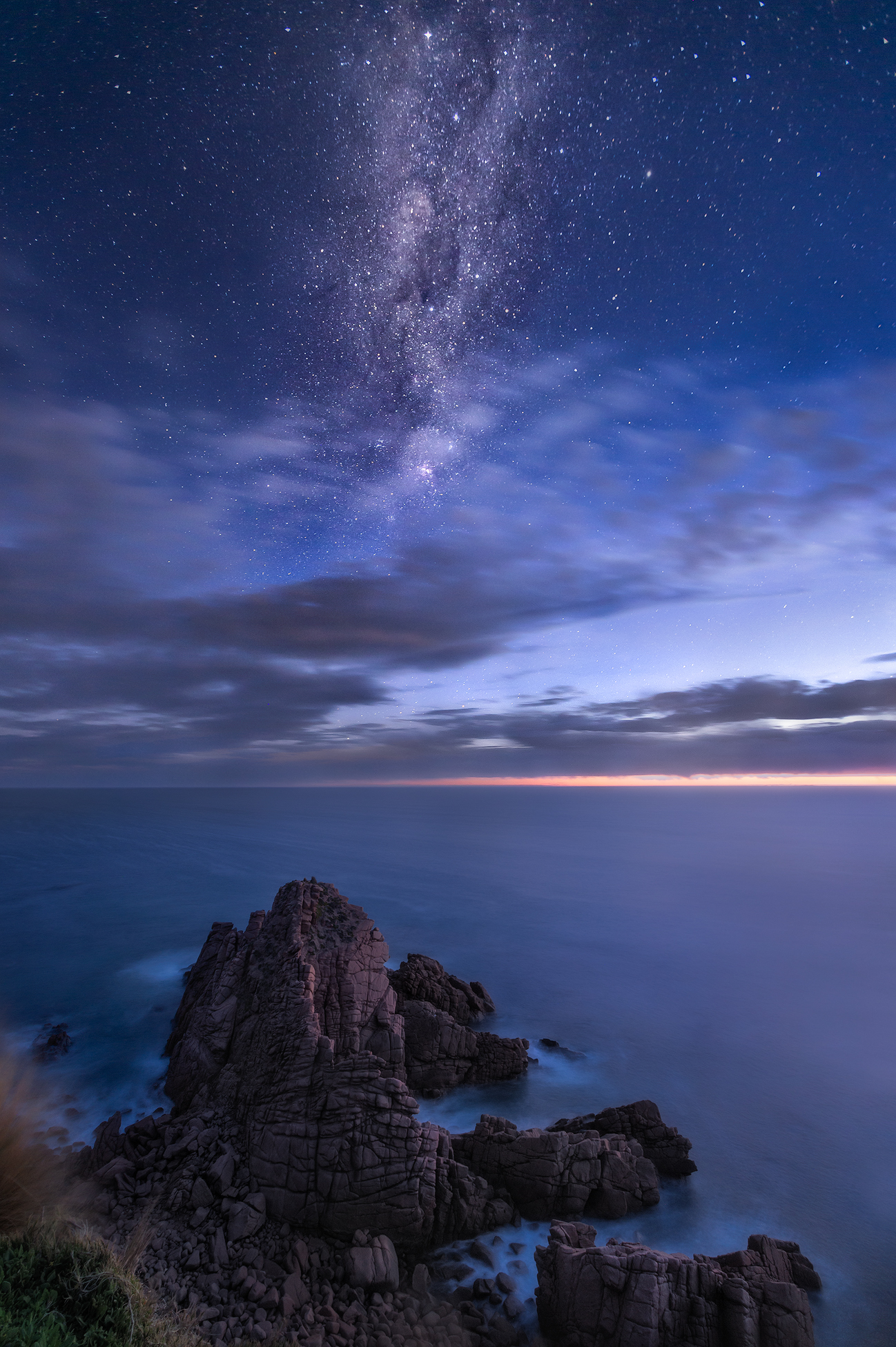 Night Sky Stargazing at The Pinnacles, Phillip Island | We Are Raw Photography lessons