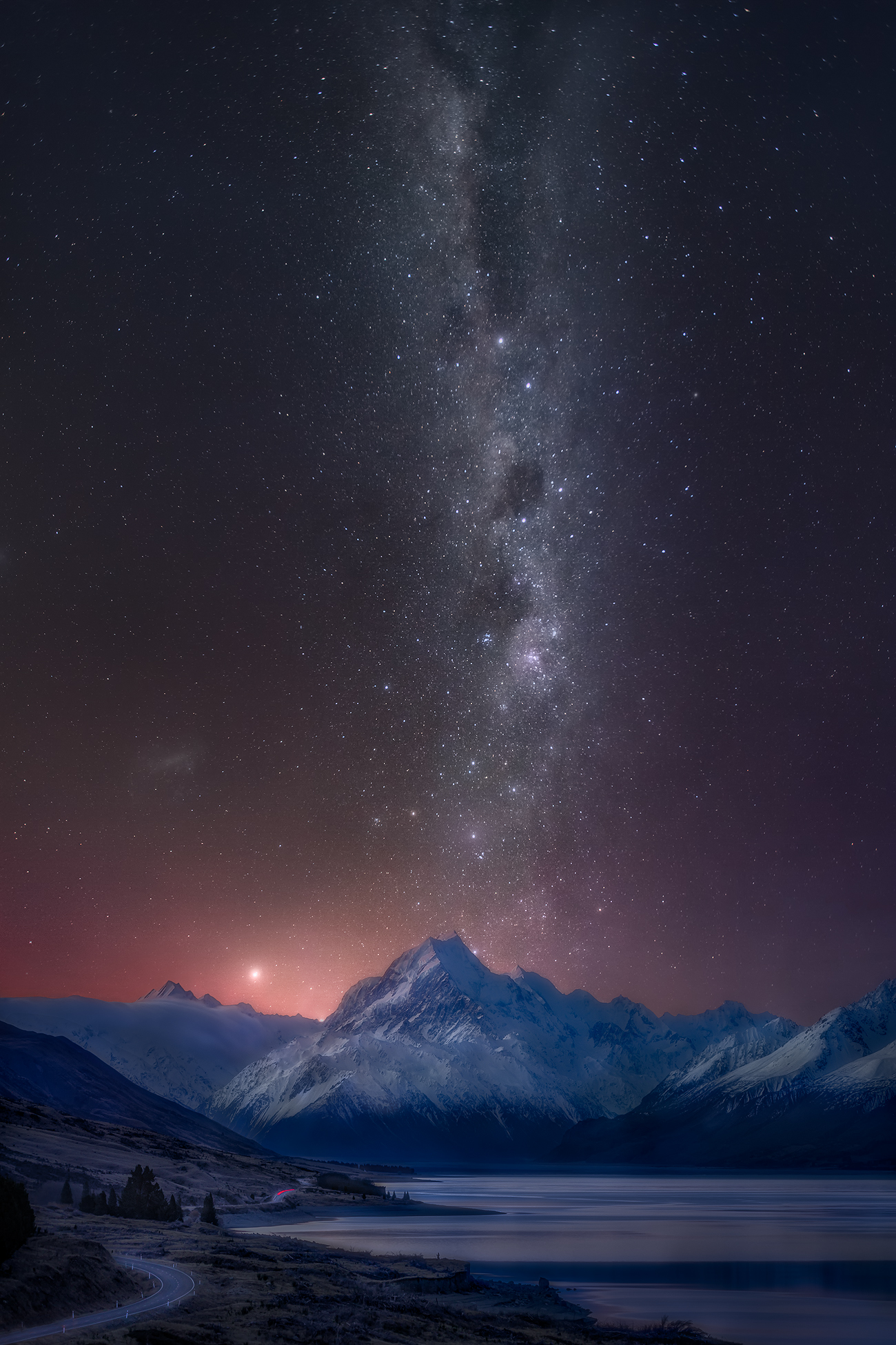 Milky-Way New Zealand 6 day roadtrip - Aoraki Mount Cook National Park at Night | Holiday with We Are Raw Photography Tours